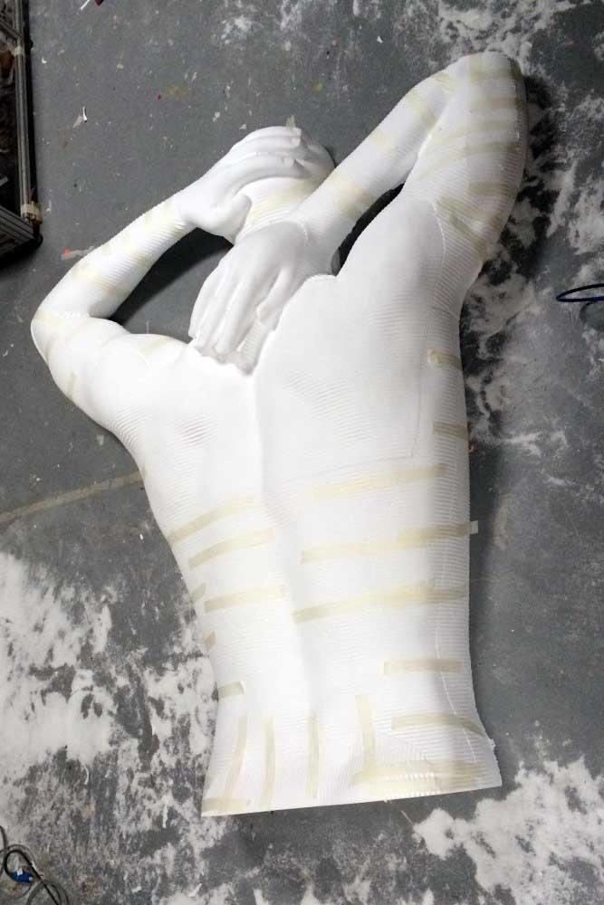 Usinage 3D d'une ébauche d'un dos en polystyrène.