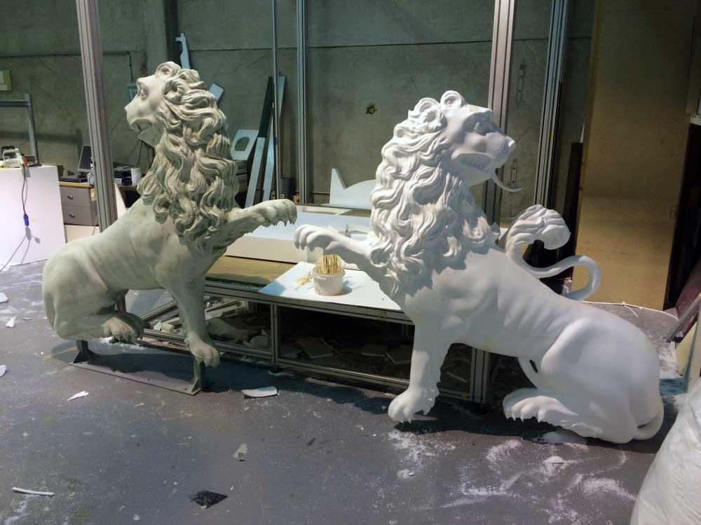 Usinage 3D d'un moule perdu en mousse polyuréthane d'une sculpture de lion.