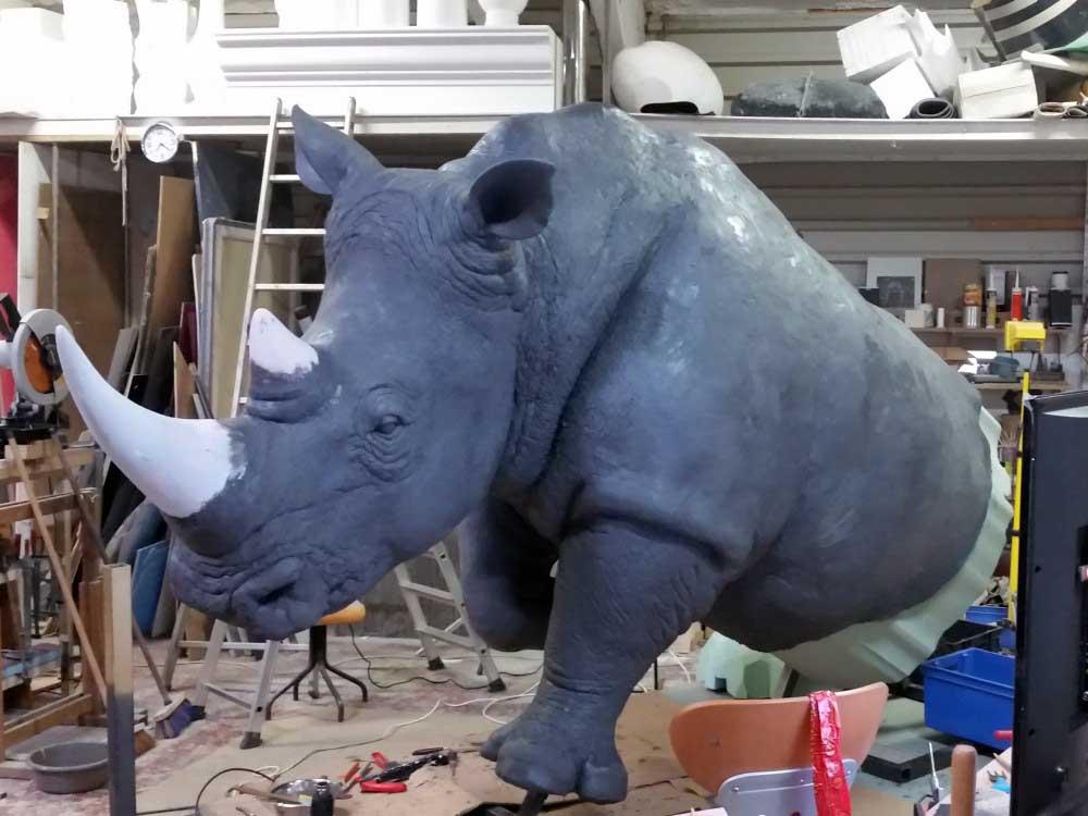 Usinage 3D d'une sculpture de rhinocéros en mousse polyuréthane