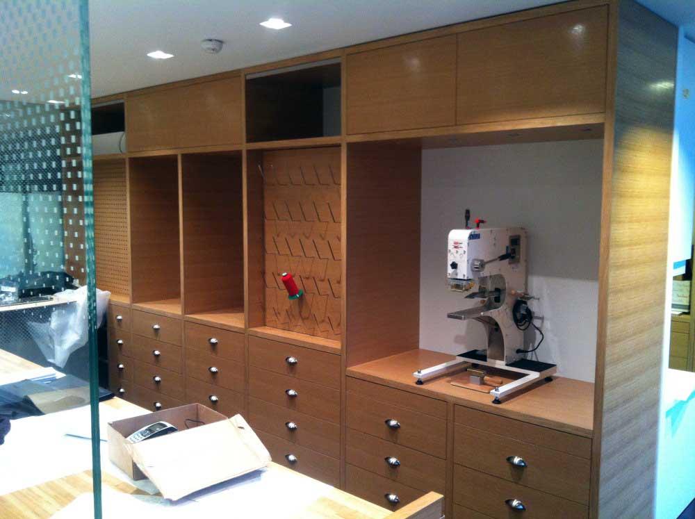 Conception et fabrication de mobilier pour Vuitton en bois