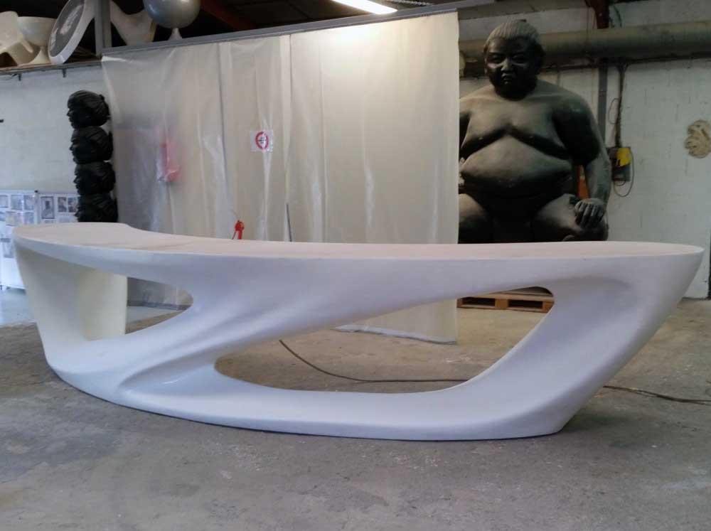 Pabrication par usinage 3D d'une borne d'accueil en polystyrène + bois + stratification polyester