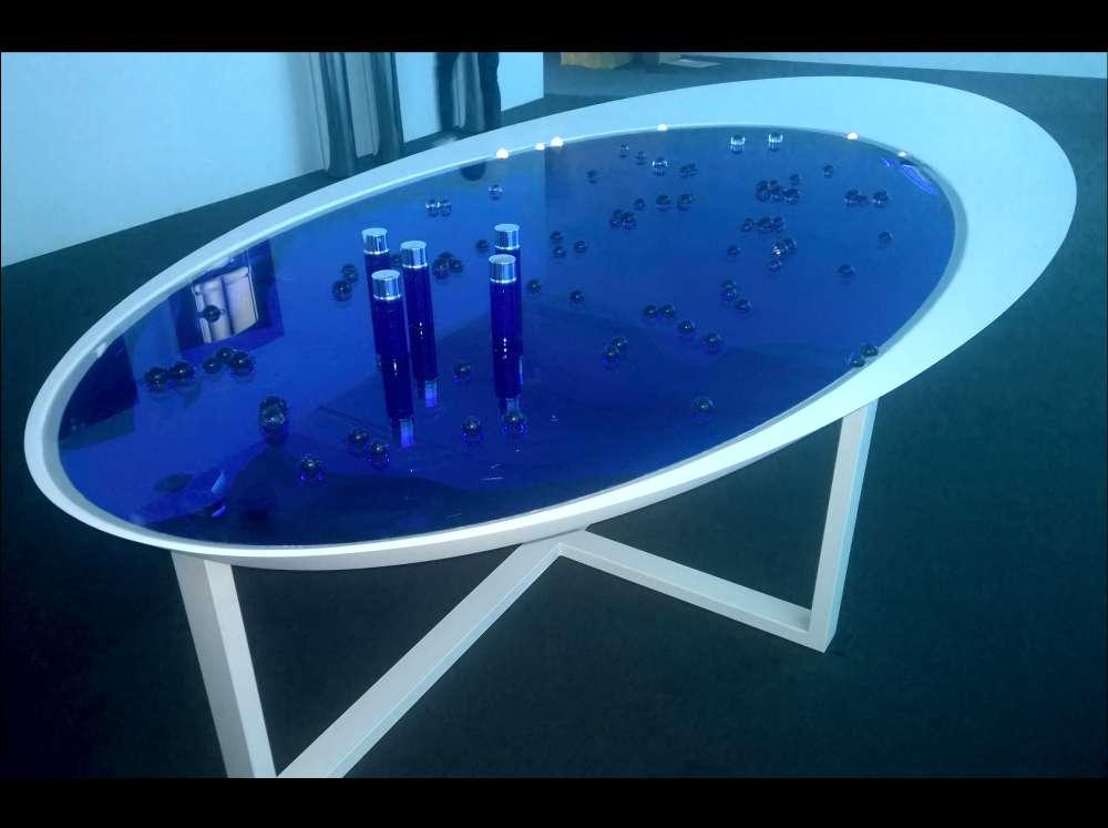 Fabrication d'une table en polystyrène + bois pour une exposition.