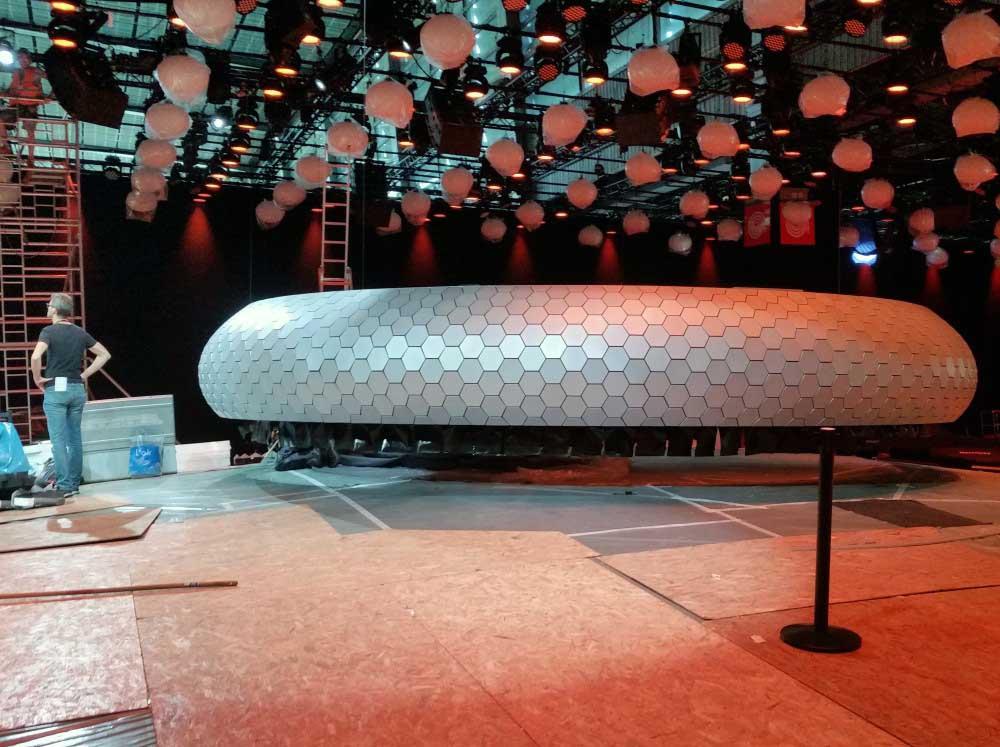 Conception et fabrication d'une couronne pour Renault en polystyrène + bois + PVC